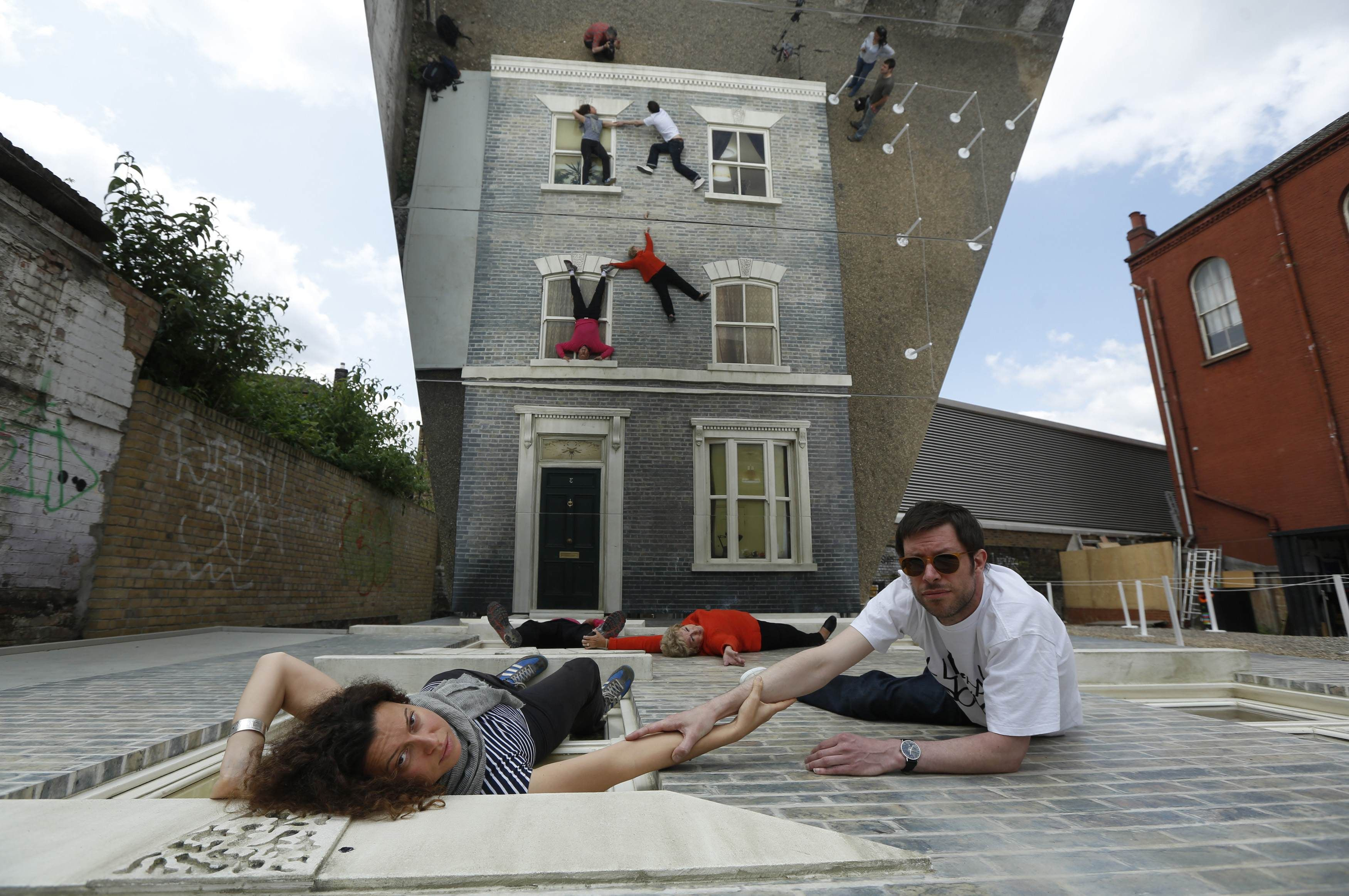 Mirror house art pops up in east London | Art installation, House ...