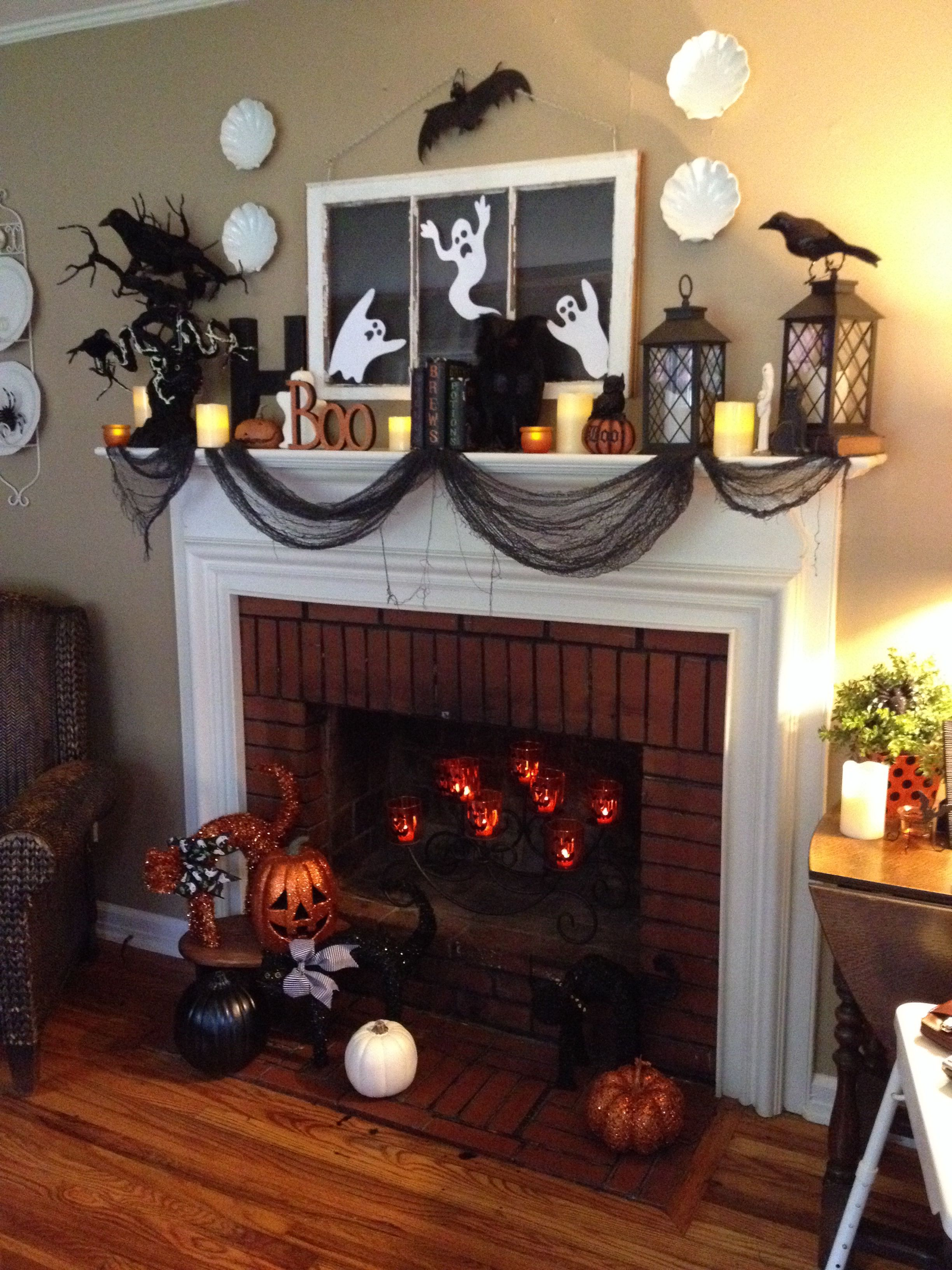 15 halloween mantle decorating ideas i especially love the jack o lanterns inside the fireplace. Black Bedroom Furniture Sets. Home Design Ideas