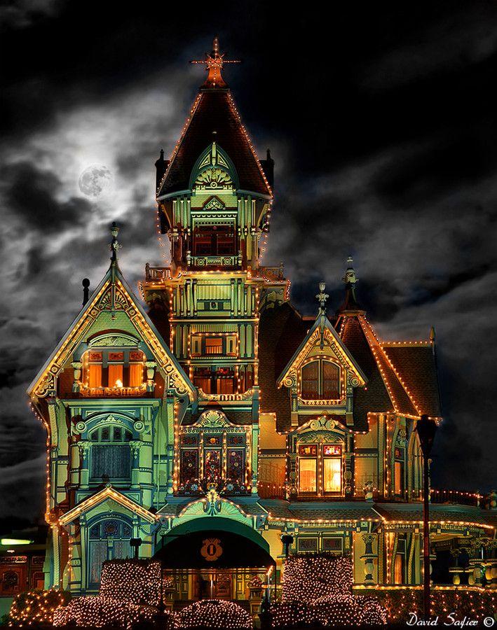 Carson mansion eureka california at night with lights for Eureka house