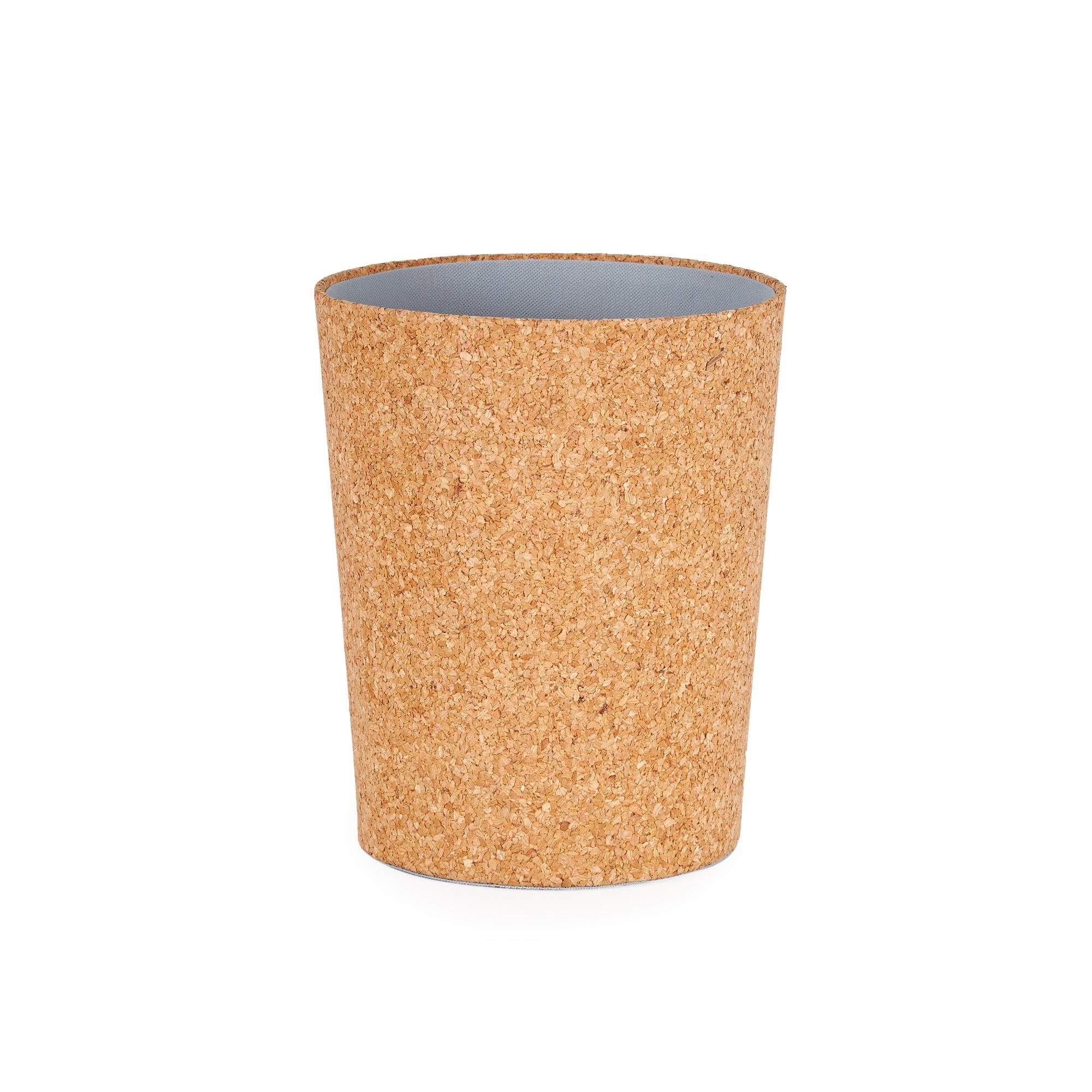 Designed from rustic cork materials, this cork waste paper bin boasts a beautiful rustic appearance and is suitable for use within any room of your home or office for ease of recycling waste paper.