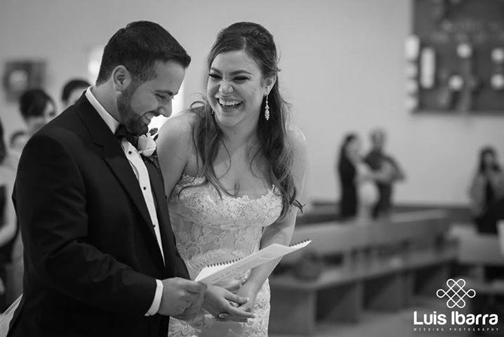 En los momentos más felices de tu vida, ahi estamos! #Happiness #Boda #Iglesia #Novios #FotógrafodeBodas #Wedding
