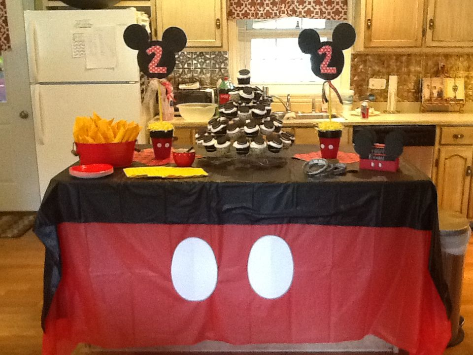 Mickey Mouse Party With A Great Tablecloth Idea. I Think Iu0027d Use Fun