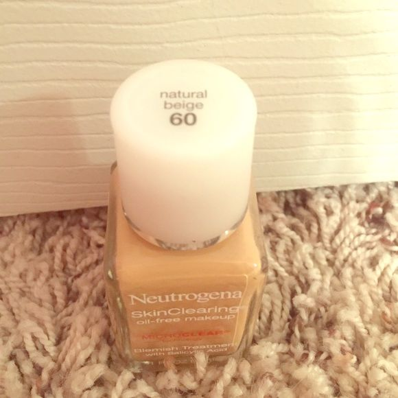 Neutrogena skin clearing oil-free makeup Wore 2-3 times. Very pink undertone, but I'm a yellow undertone so this didn't do the job. Payed $9.97, asking $6. Color: 60-natural beige Neutrogena Makeup Foundation
