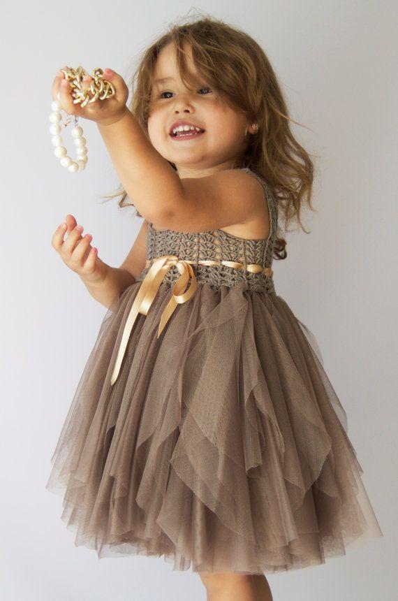 Taupe bebé tul vestido con cintura imperio y estiramiento del #uncinettoperbambina