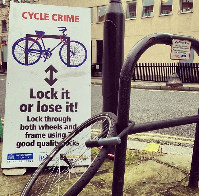 Don't forget to lock your bikes today! #sphykec3n #TiGr #theinterlock #fixie #fixedgear #bikeporn #singlespeed #fiets #bikelock