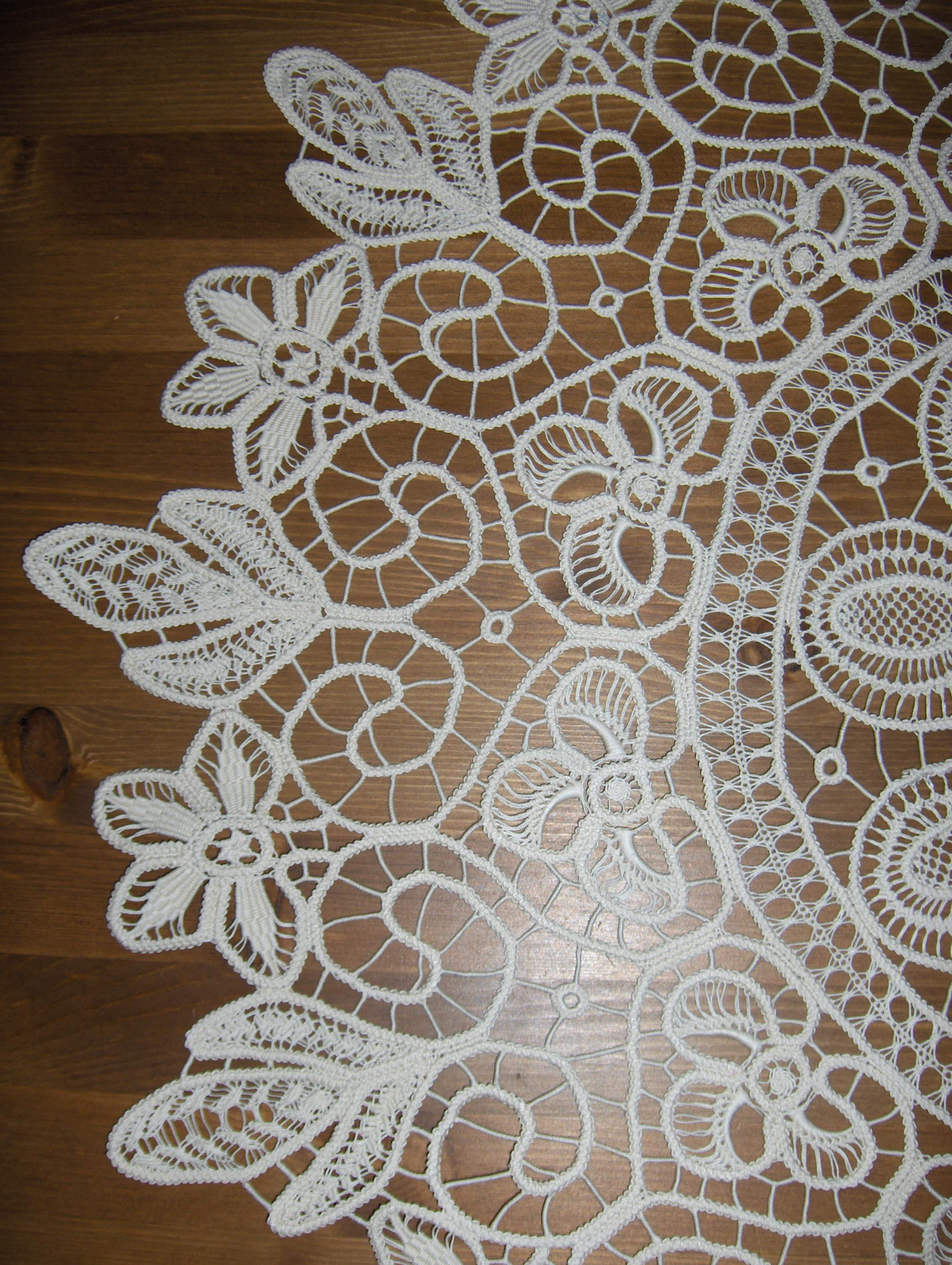 Romanian Point Lace Tablecloth   Round 80 Cm   No 1258 .