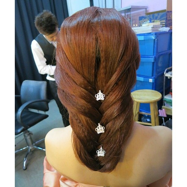 Simple Hairstyle For Wedding Dinner: I Like This Hairstyle For A Classy Dinner Party Or Event