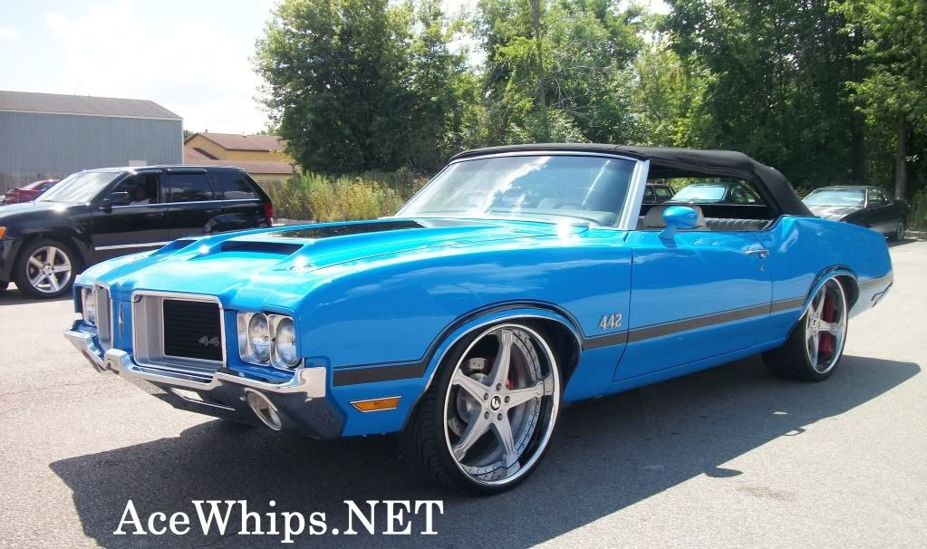 1971 Oldsmobile 442 Cutlass convertible on 22