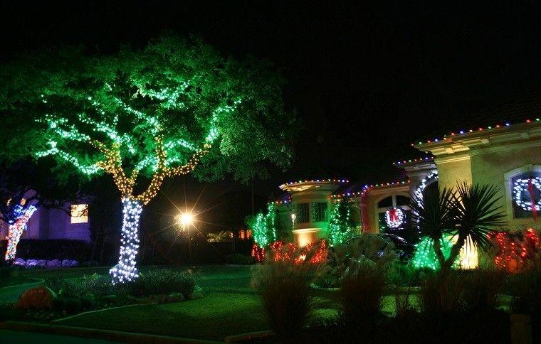 70 Awesome Farmhouse Style Exterior Christmas Lights Decorations Decorar Casa Navidad Navidad Decoracion De Unas