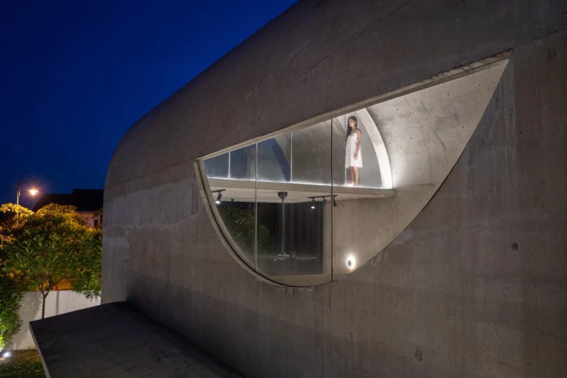 Fabian Tan Designs Bewboc House As Concrete Barrel Vault In Malaysia In 2020 New Staircase Architect House Unusual Homes