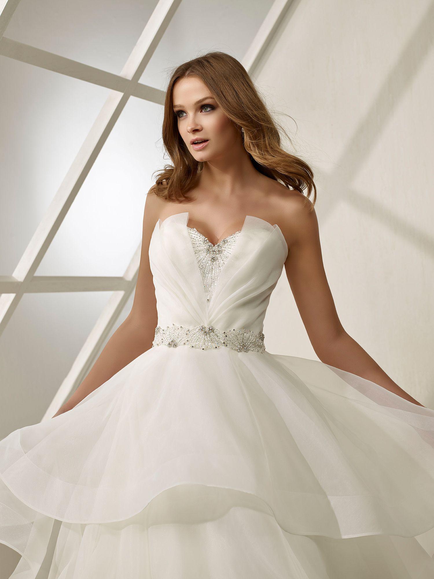 6028d2a2 Vestido de novia con escote corazón modelo DS 19230 (DIVINA SPOSA)  #casamientos #