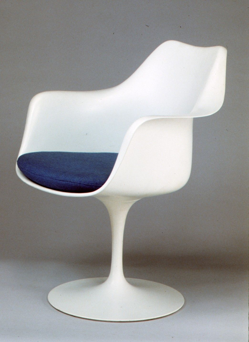 Poltrona Tulip Saarinen.The Metropolitan Museum Of Art Tulip Armchair Model No