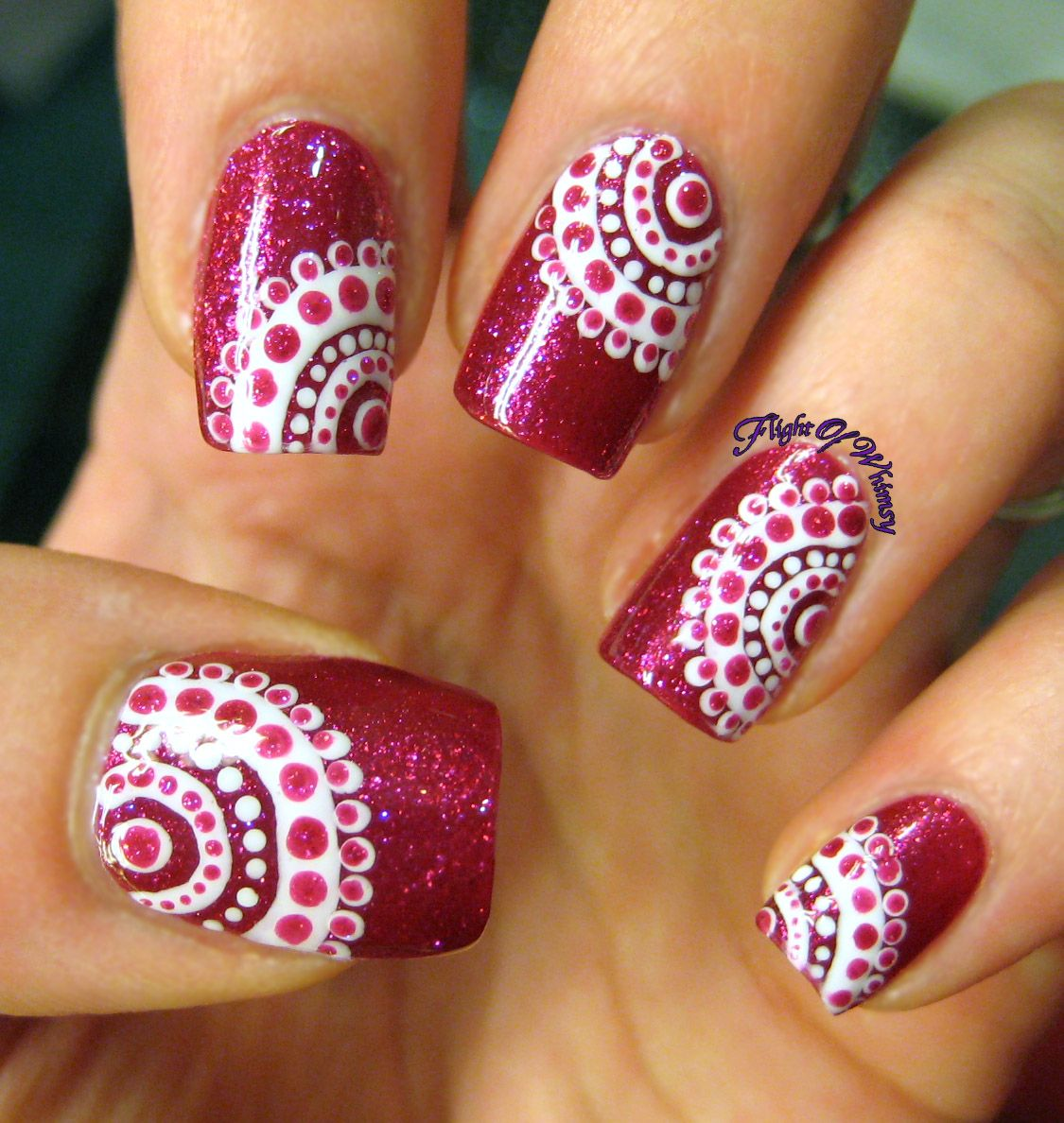 Concentrically dotted u dc manicure nail nail and makeup