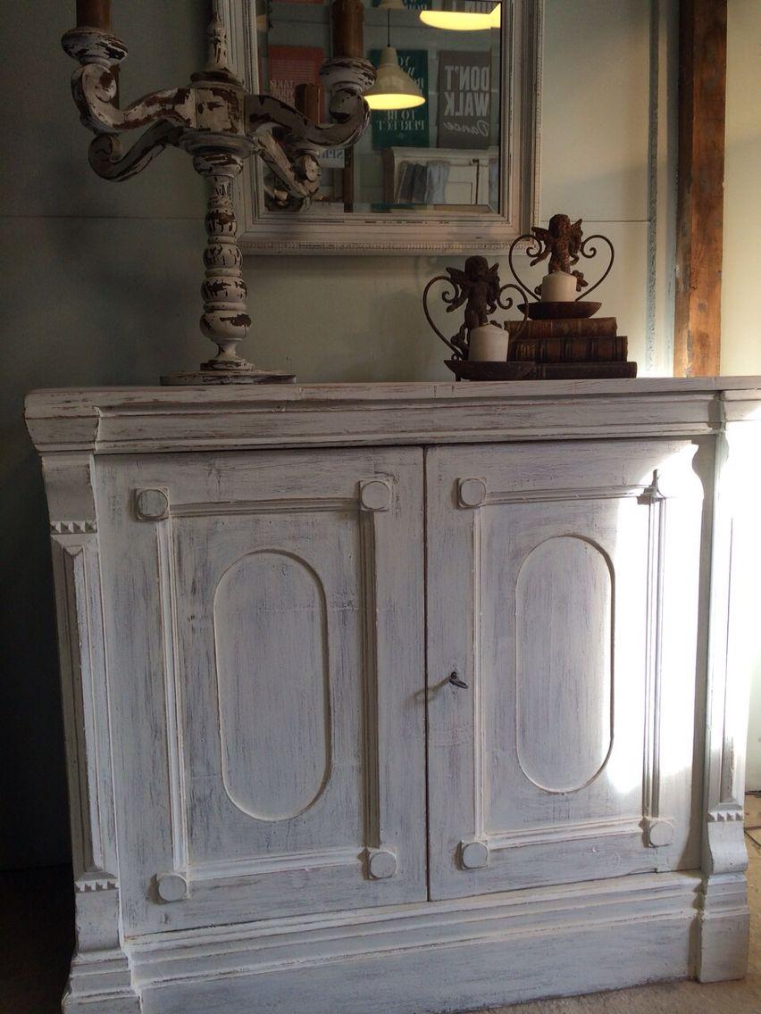 Espectacular mueble restaurado y decapado en blanco for La europea muebles