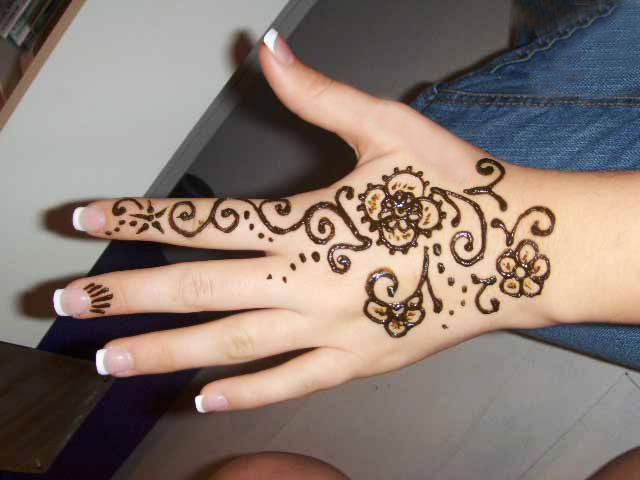 Simple Mehndi Ideas : Easy and simple mehndi designs that you should try in