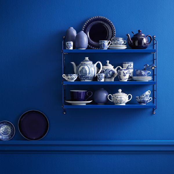 String Pocket shelf, cobalt blue, by String.