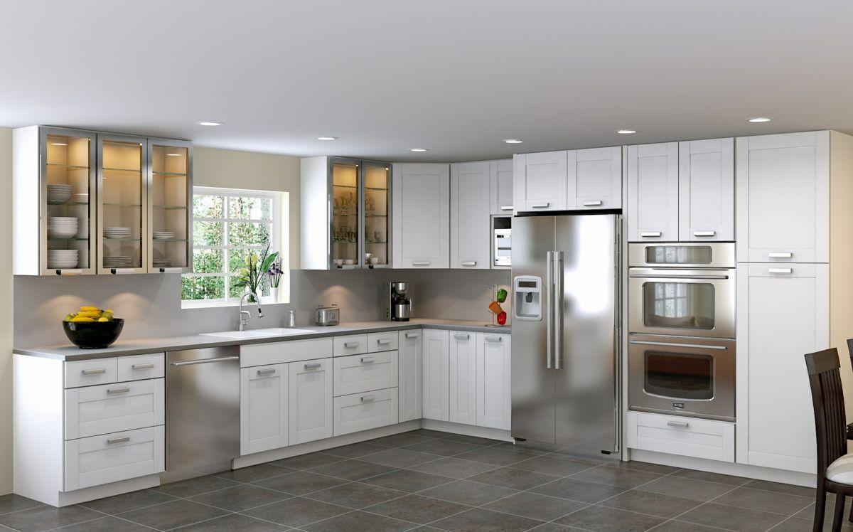 Weiße #Küche in L-Form mit Geräten aus #Edelstahl  Moderne weiße
