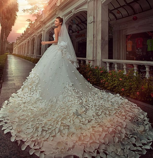 Rose Petal Wedding Dresses Cathedral Train Strapless Bridal Lace Fabric Noble Dress White And Red