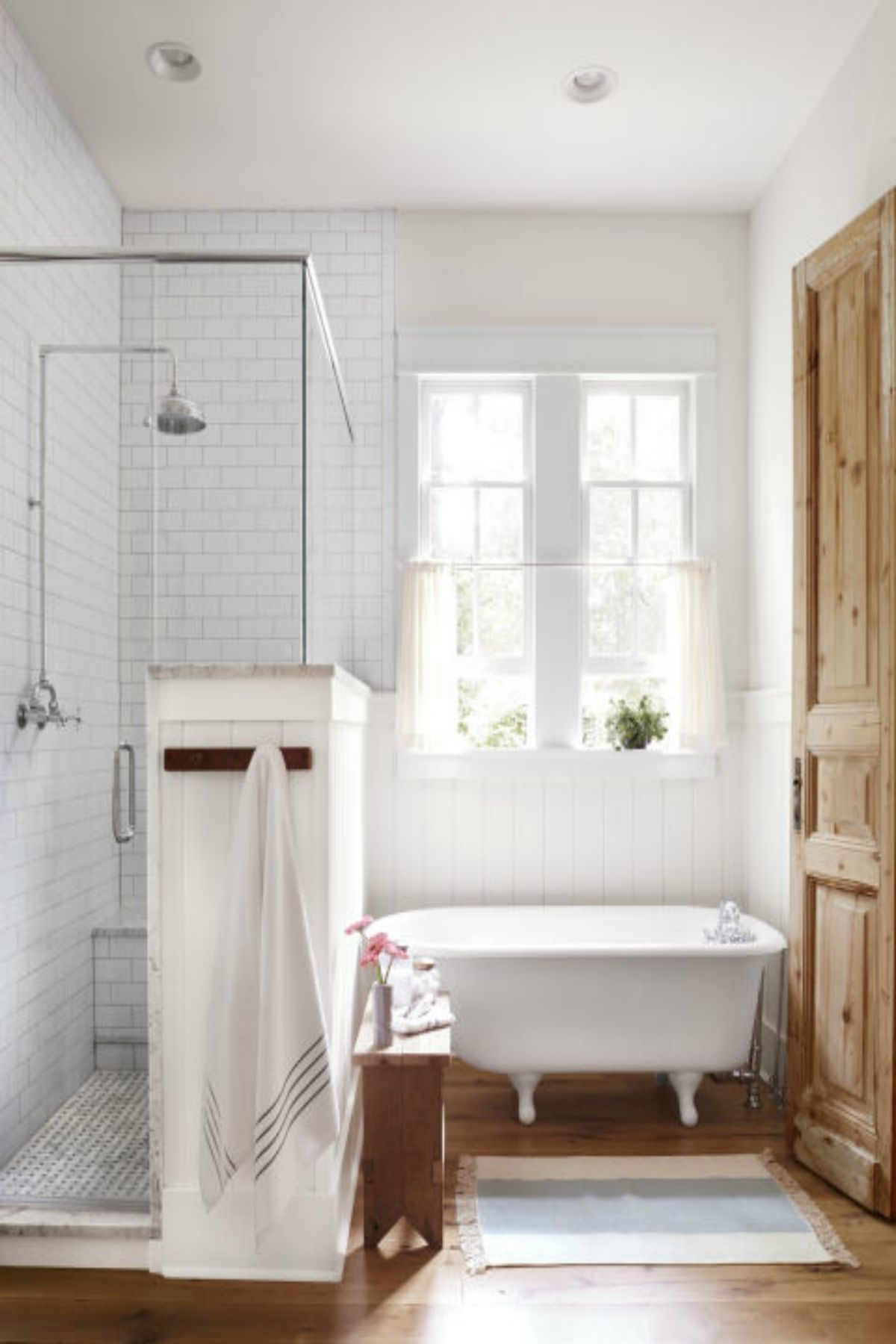 30 Ways to Decorate Your Bathroom With White | Natural light, Woods ...