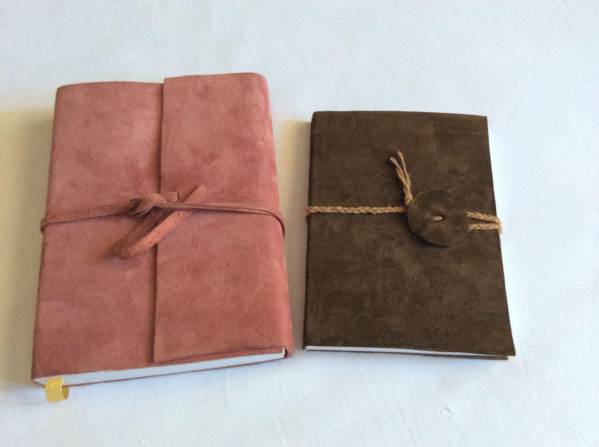 Libreta y agenda en piel con tapa flexible.