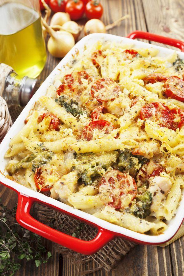 Cestoviny s kuracím mäsom, brokolicou a paradajkami - Recept pre každého kuchára, množstvo receptov pre pečenie a varenie. Recepty pre chutný život. Slovenské jedlá a medzinárodná kuchyňa