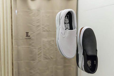 Vans Slip On 大受好評的網眼鞋面, 帶點細節的簡約感是不會退流行的 不過由於是季節款式 現在沒買到以後就只能自己挖洞啦。#VANS