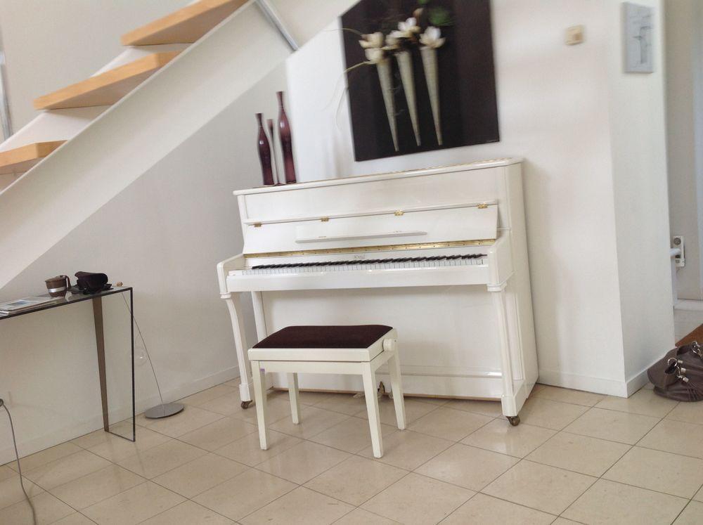 annonce vente piano droit blanc royal classic je vends un. Black Bedroom Furniture Sets. Home Design Ideas