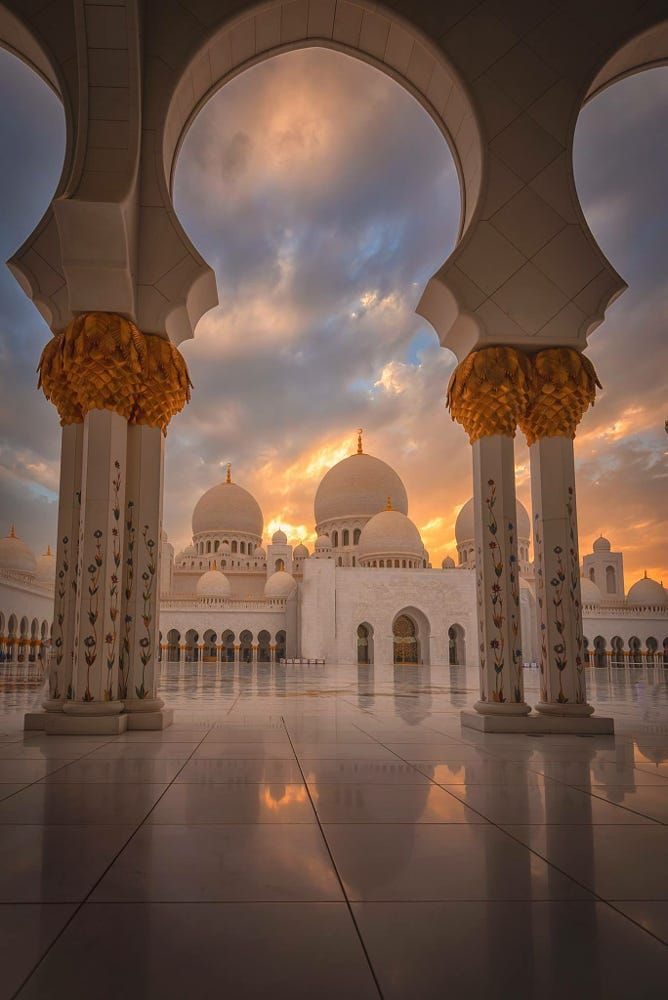 Hot Off The Press Great Cloud And Light This Evening At The Sheikh Zayed Grand Mosque By Julian Masjid Agung Sheikh Zayed Wallpaper Islami Arsitektur Islami