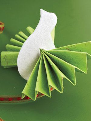 make a paper fan and pull it through a cutout paper and felt dove diy crafts holiday christmas