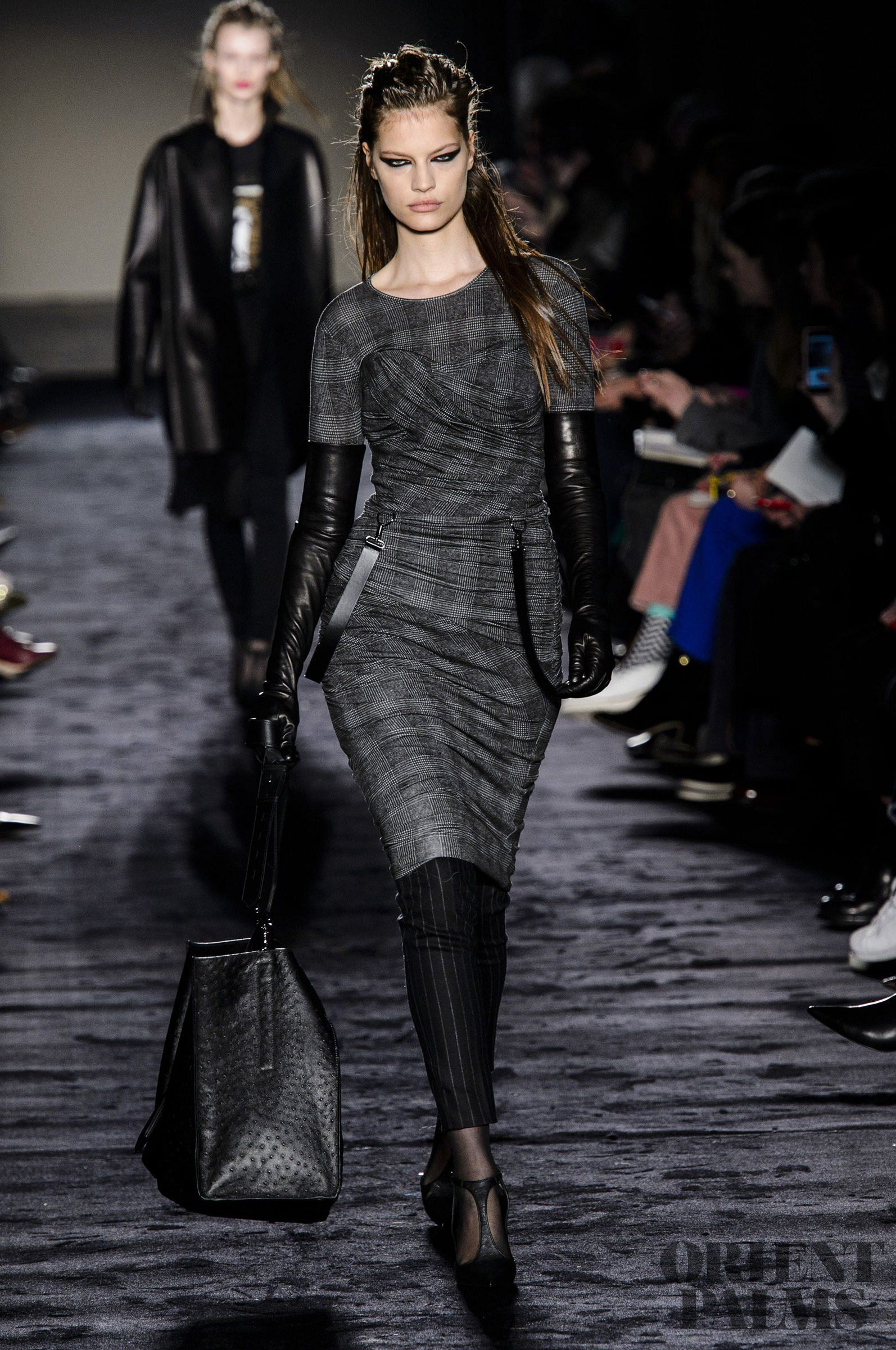 Max Mara Fall-winter 2018-2019 - Ready-to-Wear   moda   Haute ... eb817eafe38