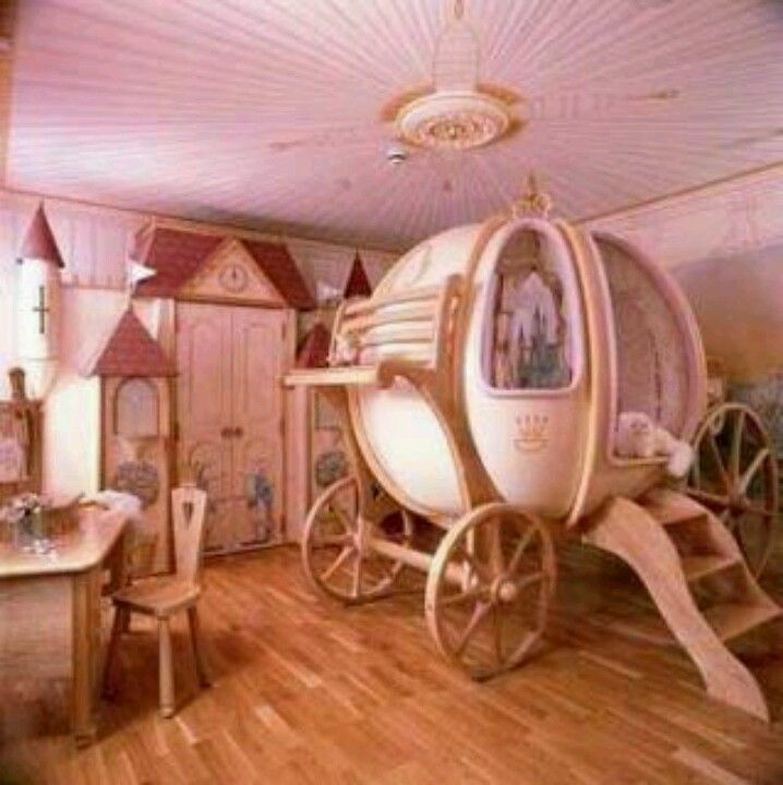 Gorgeous Cinderella carriage bed, pretty rose gold. If Dakota had things  her way this