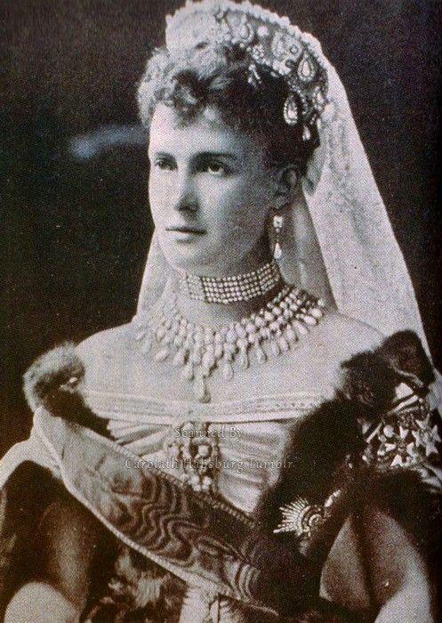 Russian court dress. Grand Duchess Maria Pavlovna the Elder (1854 – 1920). Photo: late 1880s. #Russian #history #Romanov