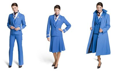 Klassiek, stijlvol en betrokken! Keus in verschillende stukken. Broek en 2 verschillende rokken. Geen KLM uniform maar een Transavia uniform.