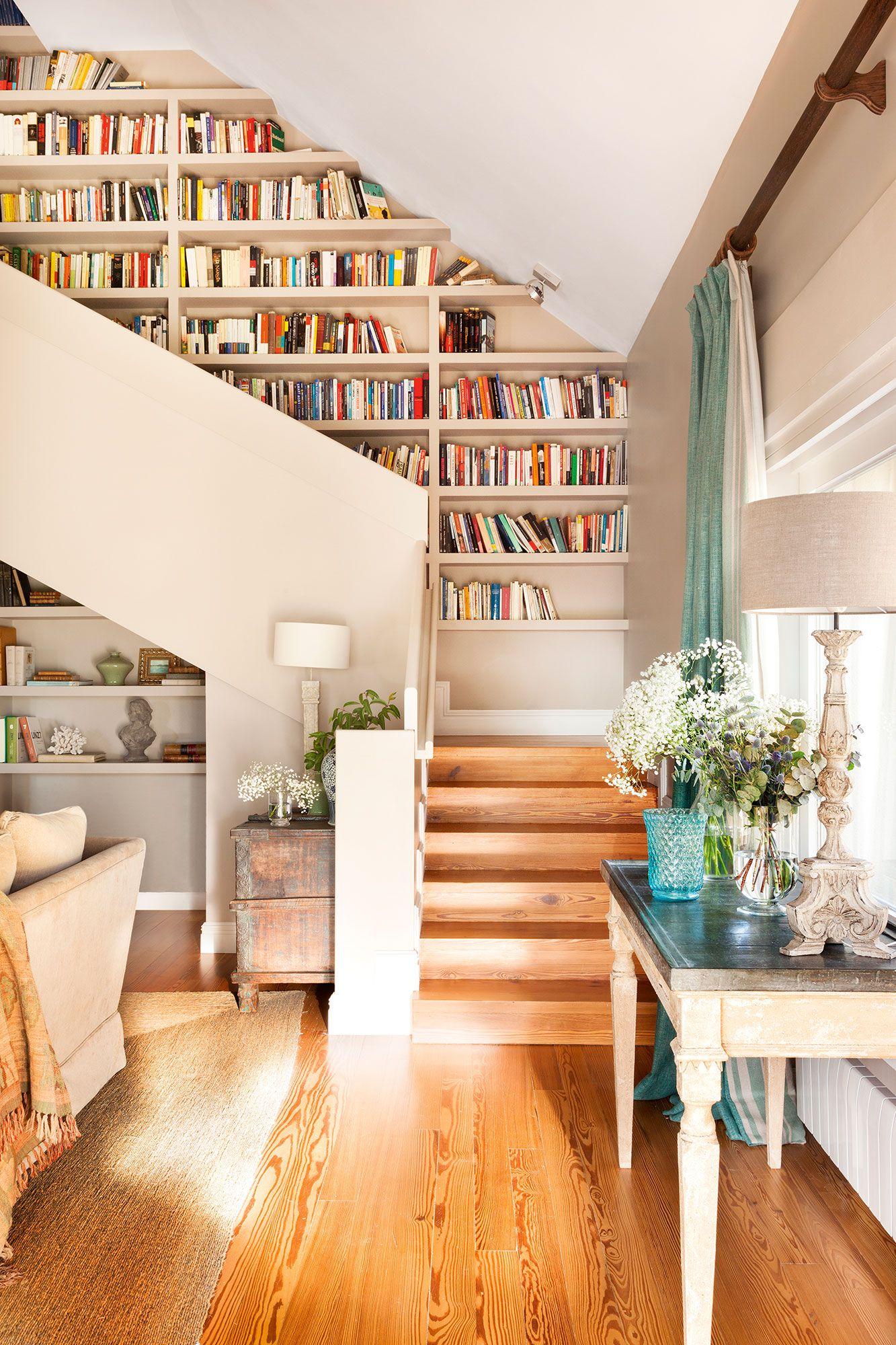10 librer as pr cticas y decorativas para toda la casa escaleras pinterest escaleras - Librerias con escalera ...