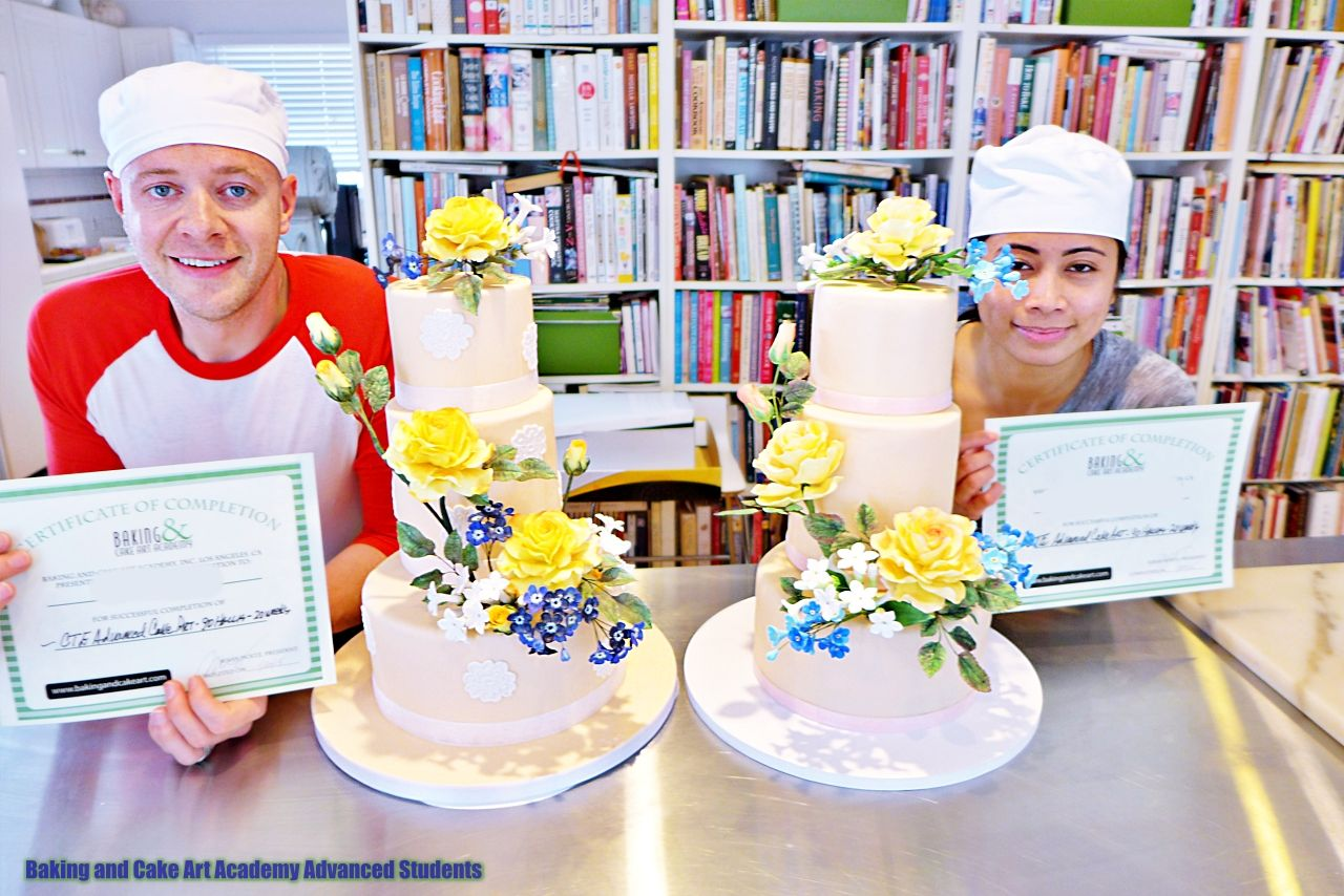 Advanced Cake Decorator Graduates In 2020 Baking Cakes Decoration Cake Cake Decorating Classes