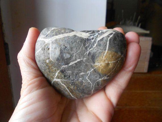 Ciottolo di mare a forma di cuore cuore di di lepropostedimari, €13.50