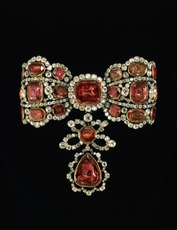 является фото ювелирных украшений из алмазного фонда держать тайне личную