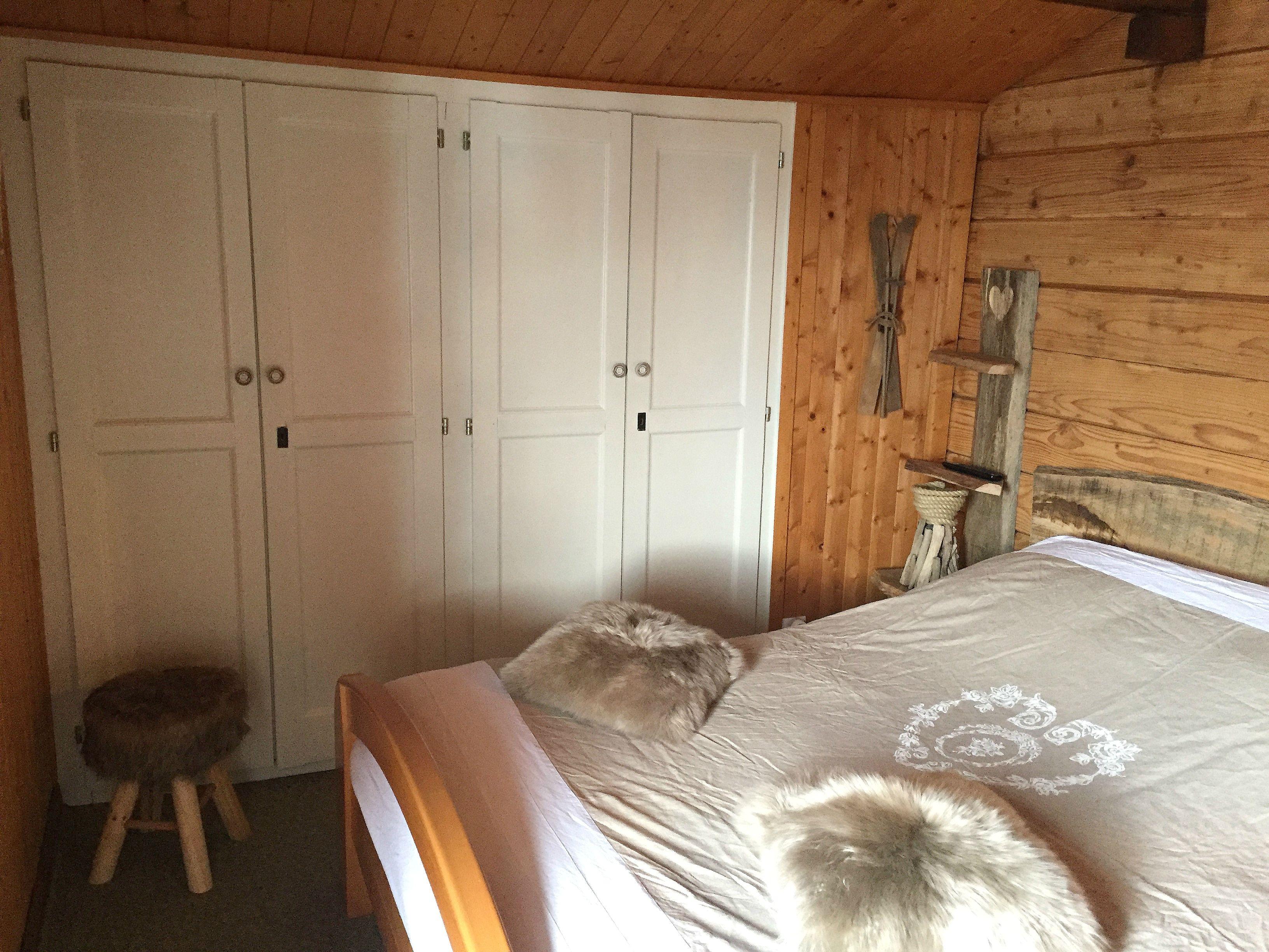 Chambre Le Refuge Avec Balcon Et Vue Sur Le Lac L Man Tv  # Meuble A Ecran Plat Dans Une Chambre