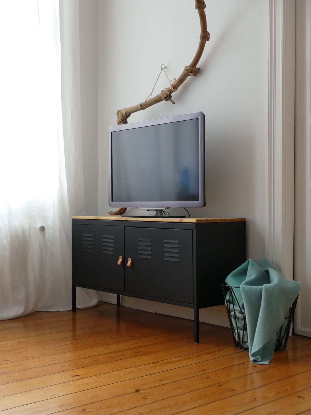 Tv board ikea holz  Black painted Ikea 'PS' hack PAINT GLOSSY BLACK WITH WOOD TOP ...