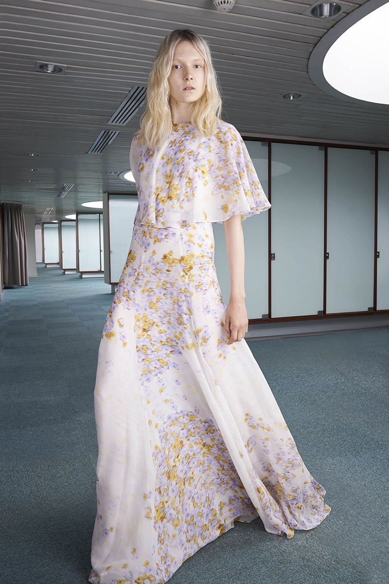 Giambattista Valli Resort 2015 - Review - Vogue #beyond #giambattistavalli #resort2015 #valli #valligirls