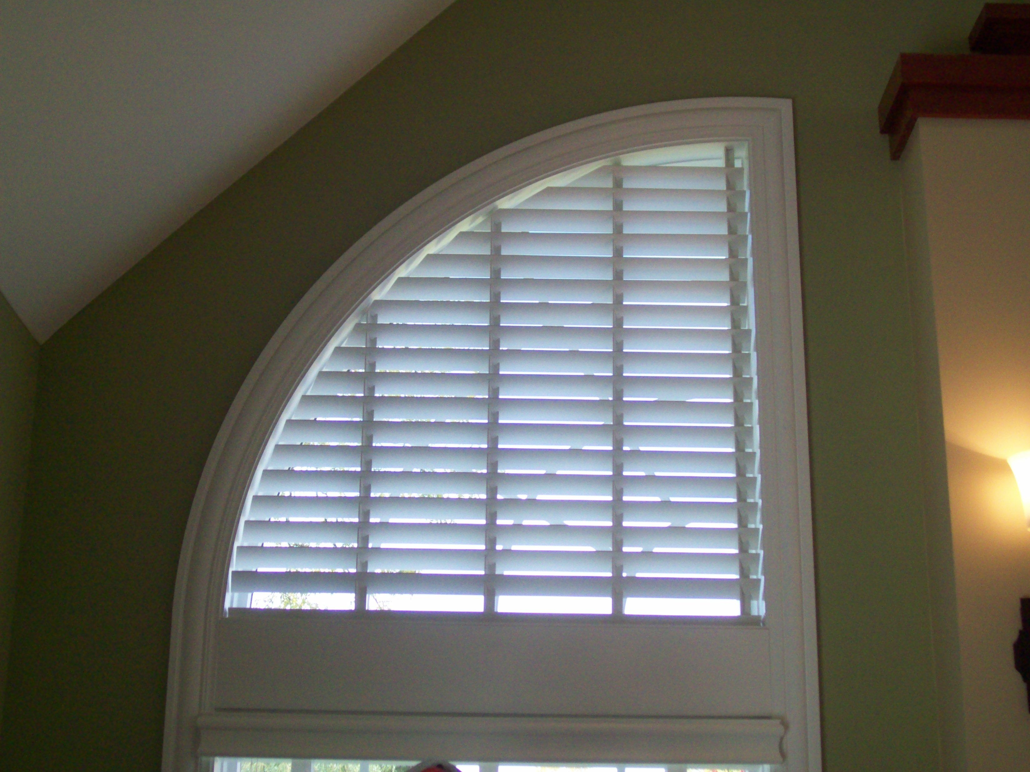 Wood Blind In Speciality Shade Quarter Round Window