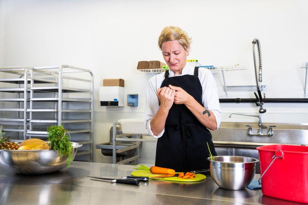 11 Kitchen Knife Safety Tips Kitchen knives, Safety tips