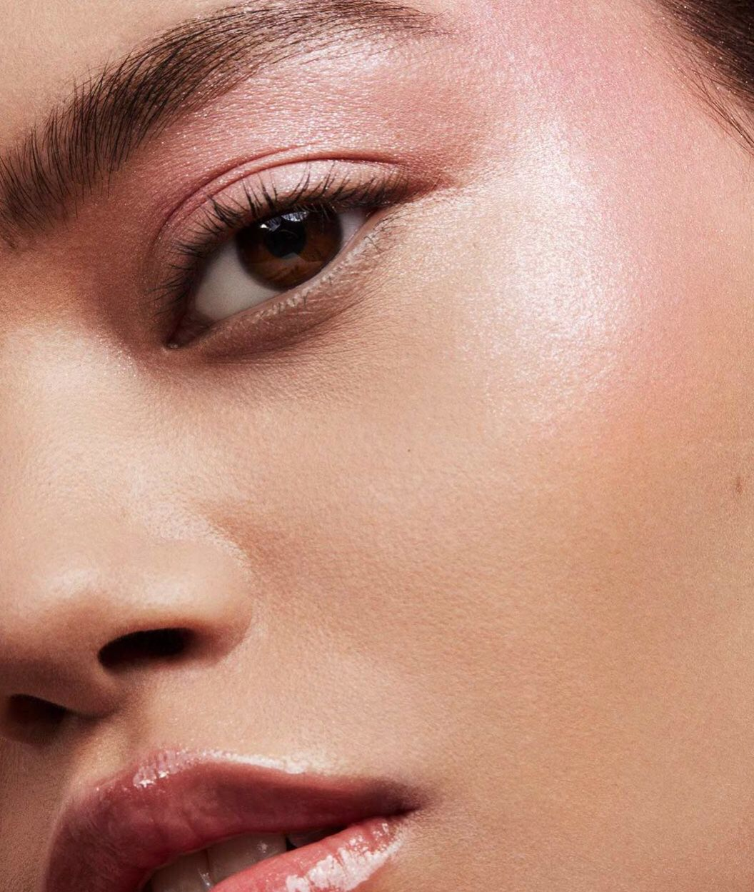 Frencheconomie Spring 2019 Cosmetics Lookbook Fenty Beauty Killawatt Baby Pink Highlighter Pink Lips Fenty Beauty How To Apply Eyeliner