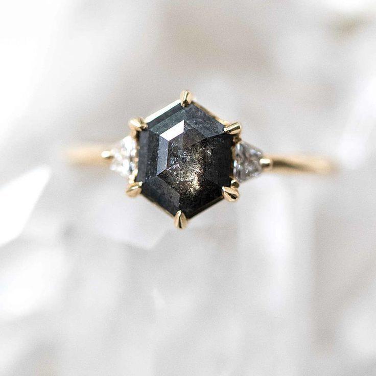 Ring aus schwarzem Salz und Pfeffer von Grew & Co. #weddingring #pfeffer #schwar… – pretty Accessoires – Ringe