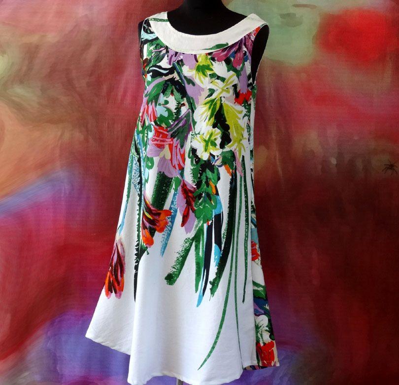 0d4b508f556 Robe tunique trapèze blanche et fleurie en coton imprimé fleurs  multicolores   Robe par akkacreation