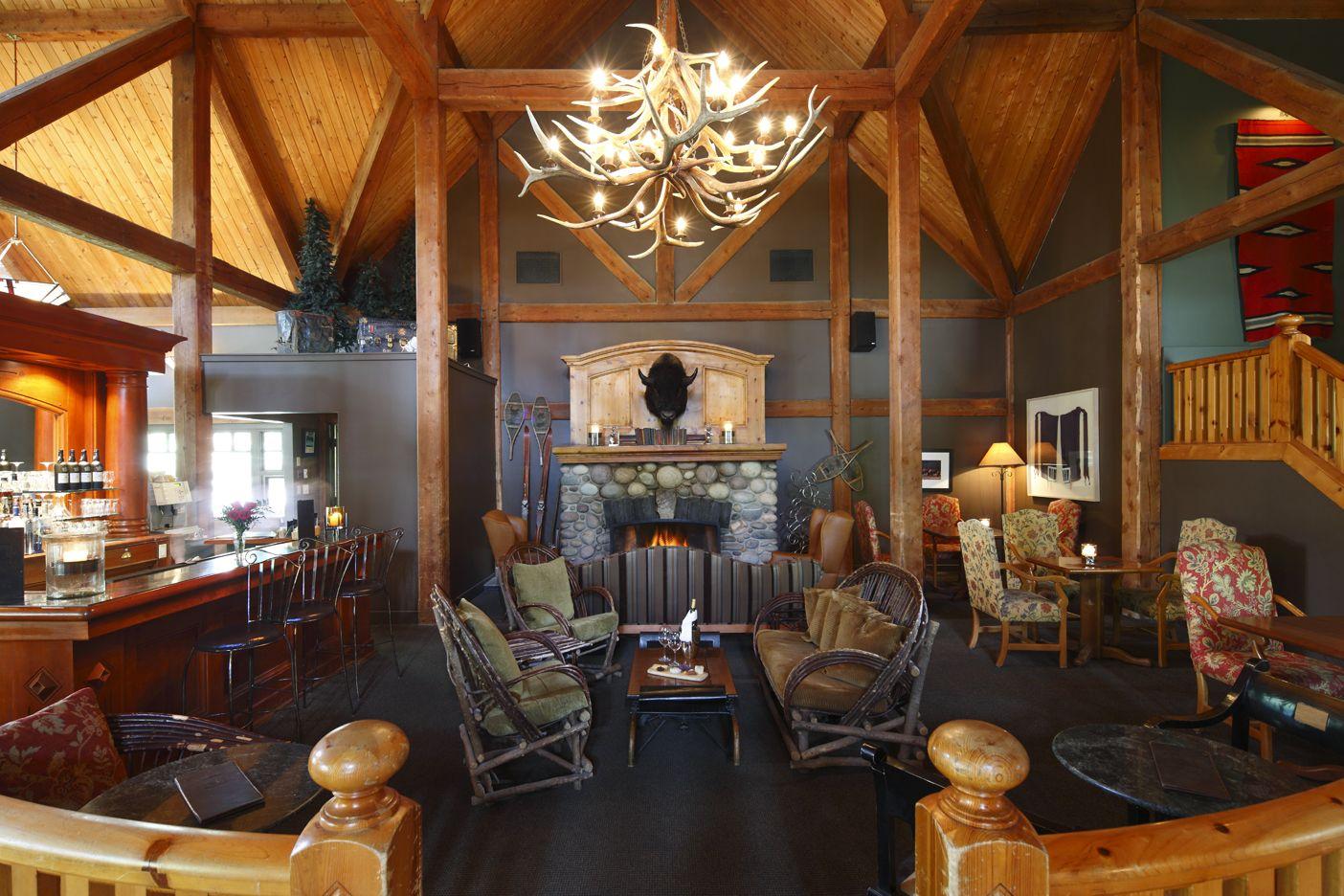 Lounge at Buffalo Mountain Lodge - Buffalo Mountain Lodge, Banff, AB