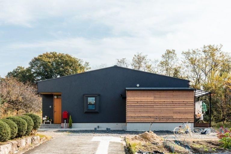 好き を詰め込んだ開放感あふれる平屋 あきのこないグレーの外壁と木