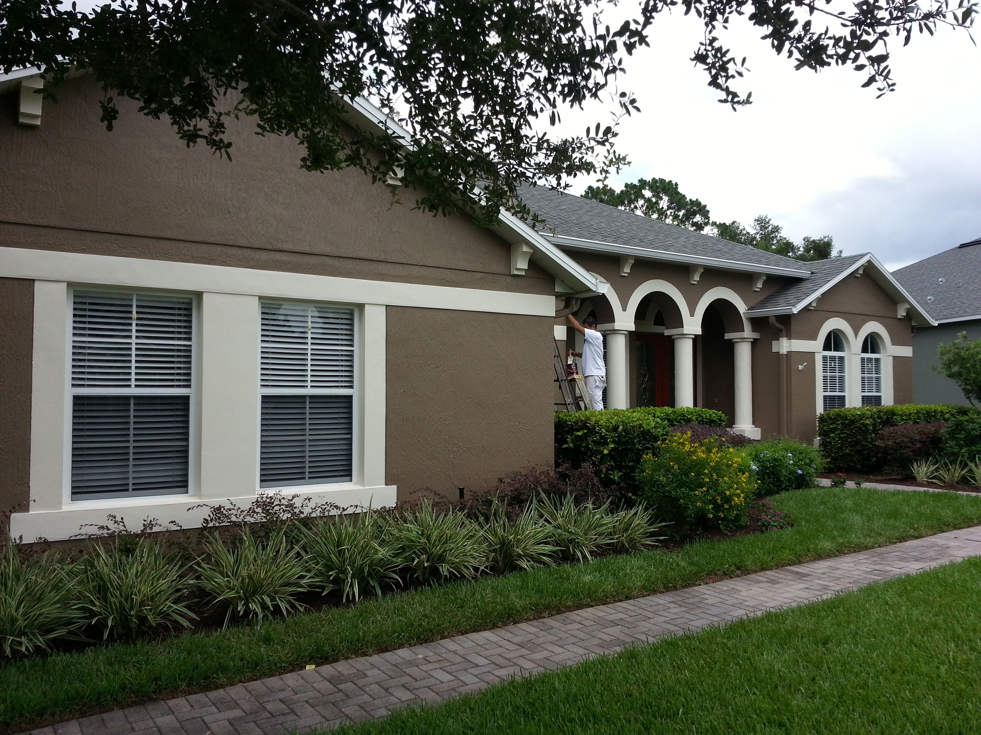 Exterior repaint using benjamin moore aura in davenport for Stucco house paint colors