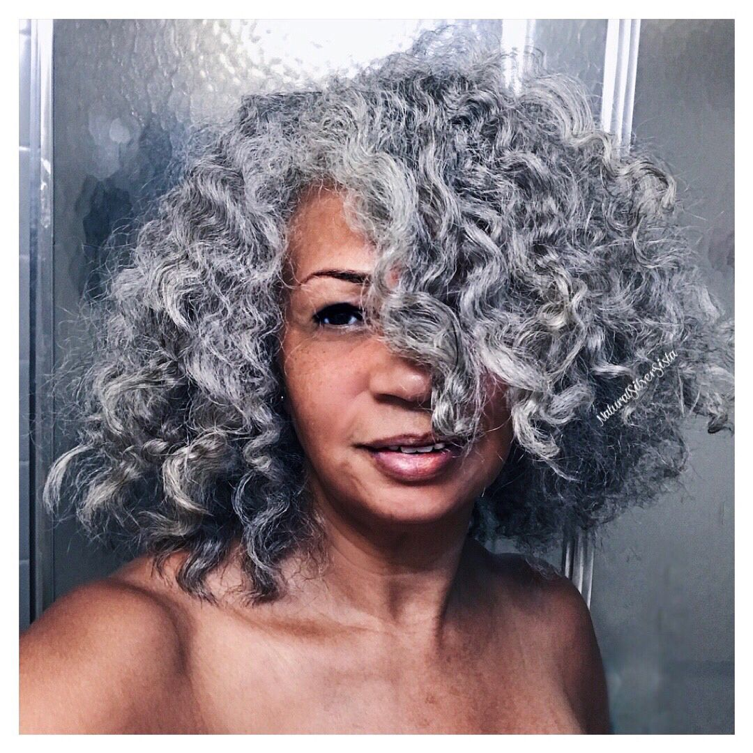Would You Go Platinum Like Euninagabriella Naturalhairdoescare Curating Naturalistachic Colorcodefri Grey Curly Hair Dyed Curly Hair Silver White Hair