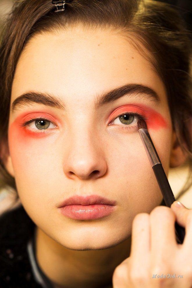 Макияж: 5 лучших бьюти-образов на неделе высокой моды в Париже весна-лето 2017